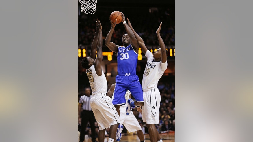 Kentucky forward Julius Randle (30) shoots between Vanderbilt defenders James Siakam (35) and Damian Jones (30) during the first half of an NCAA college basketball game Saturday, Jan. 11, 2014, in Nashville, Tenn. (AP Photo/Mark Humphrey)