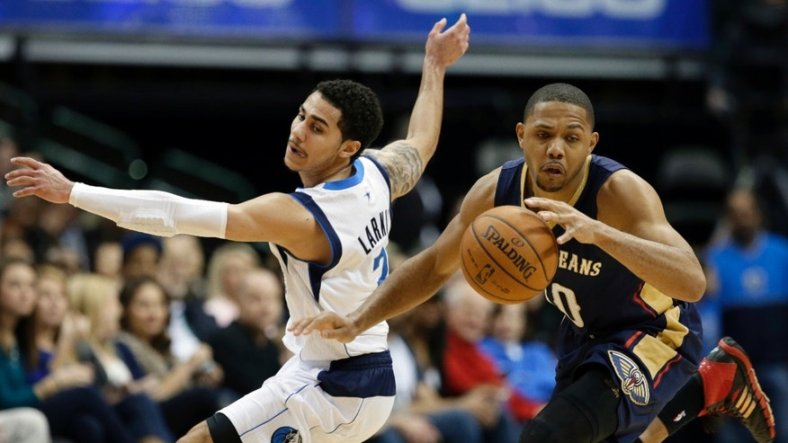 New Orleans Pelicans' Eric Gordon (10) grabs a loose ball in front of Dallas Mavericks' Shane Larkin, left, in the first half of an NBA basketball game, Saturday, Jan. 11, 2014, in Dallas. (AP Photo/Tony Gutierrez)