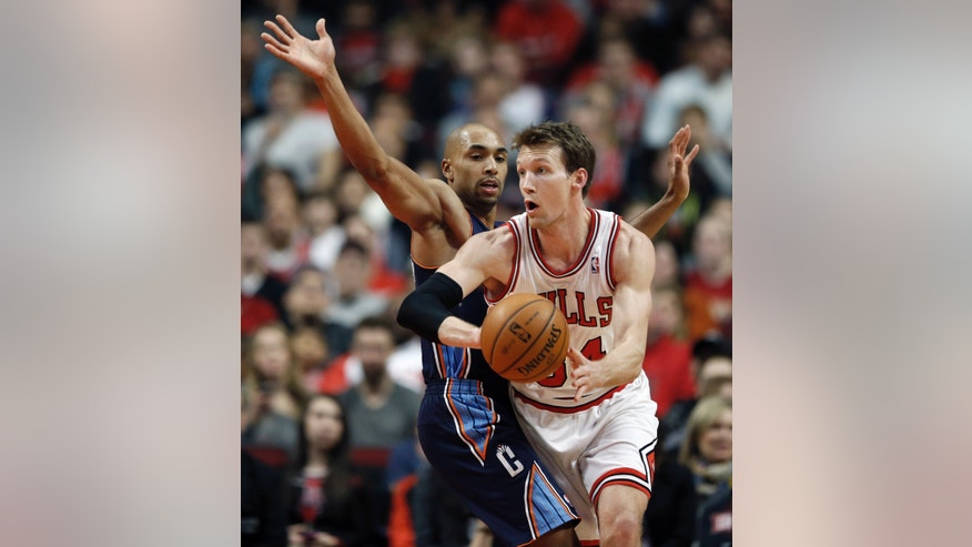 Chicago Bulls forward Mike Dunleavy, right, looks to pass the ball against Charlotte Bobcats guard Gerald Henderson, left, during the first half of an NBA basketball game in Chicago, Saturday, Jan. 11, 2014. (AP Photo/Kamil Krzaczynski)