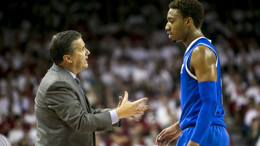 Kentucky head coach John Calipari, left, instructs Kentucky guard James Young, right, after a foul during the first half of an NCAA college basketball game against Arkansas, Tuesday, Jan. 14, 2014, in Fayetteville, Ark. (AP Photo/Gareth Patterson)