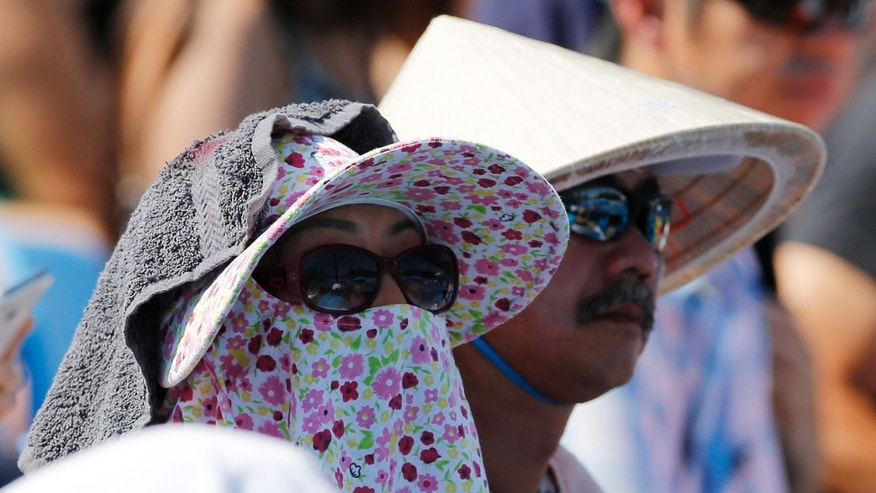 Spectators watch the second round match between Kei Nishikori of Japan and Dusan Lajovic of Serbia at the Australian Open tennis championship in Melbourne, Australia, Thursday, Jan. 16, 2014. (AP Photo/Shuji Kajiyama Shuji)