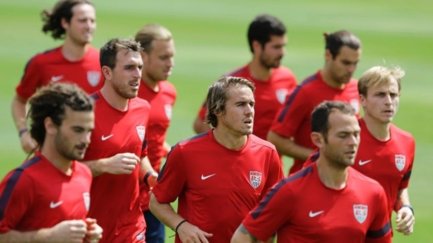 United States player Mix Diskerud, from Norway, center, trains with his teammates in Sao Paulo, Brazil, Tuesday, Jan. 14, 2014. The US national soccer team is on a training program to prepare for the World Cup tournament that starts in June. (AP Photo/Nelson Antoine)