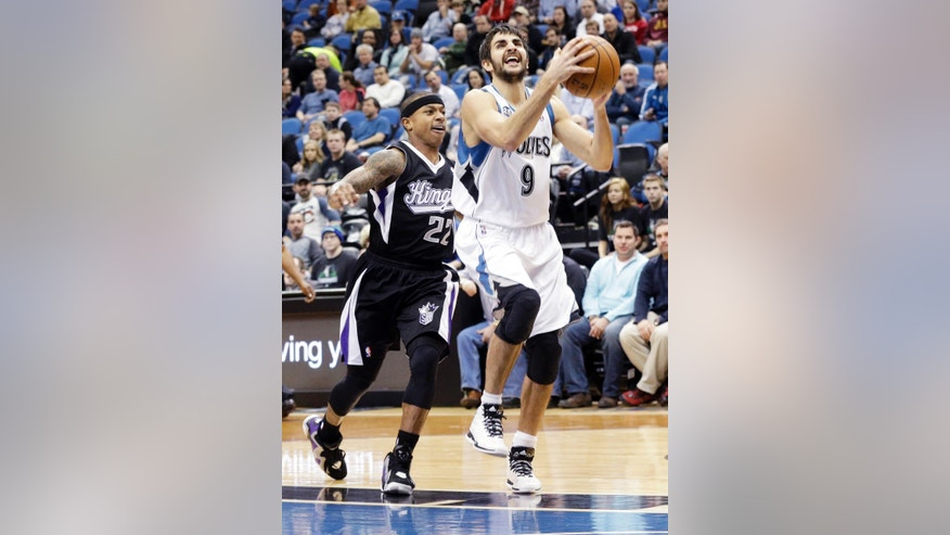 Minnesota Timberwolves' Ricky Rubio, right, of Spain, lays up as Sacramento Kings' Isaiah Thomas gives chase in the first quarter of an NBA basketball game, Wednesday, Jan. 15, 2014, in Minneapolis. (AP Photo/Jim Mone)