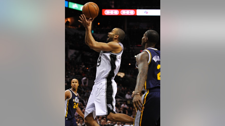 San Antonio Spurs guard Tony Parker, center, of France, shoots ahead of Utah Jazz forward Marvin Williams, right, as Jazz forward Richard Jefferson watches during the second half of an NBA basketball game, Wednesday, Jan. 15, 2014, in San Antonio. San Antonio won 109-105. (AP Photo/Darren Abate)