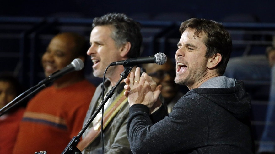 "Actor Charles Esten, right, from the television show ""Nashville,"" performs between periods at an NHL hockey game between the Nashville Predators and the Dallas Stars, Monday, Jan. 20, 2014, in Nashville, Tenn. (AP Photo/Mark Humphrey)"