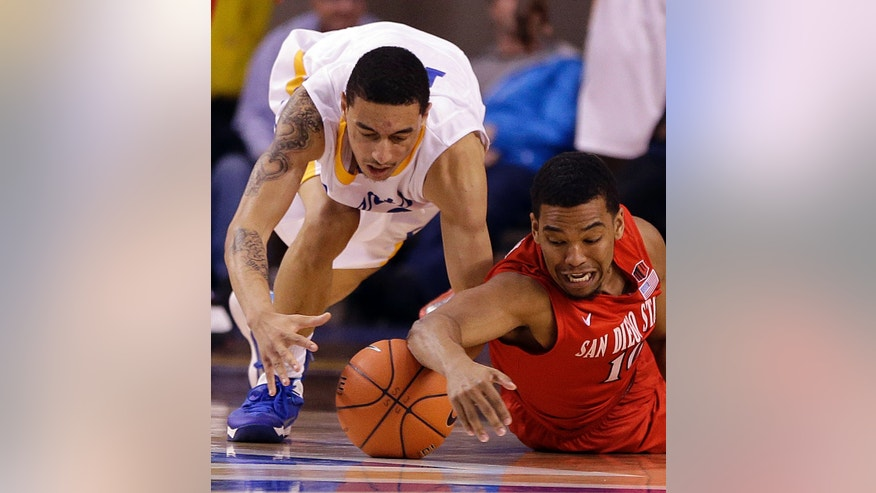 San Diego State's Aqeel Quinn, right, and  San Jose State's Jalen James chase a loose ball in the second half of an NCAA college basketball game Wednesday, Jan. 22, 2014, in San Jose, Calif. (AP Photo/Ben Margot)
