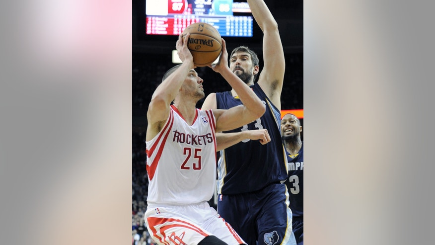 Houston Rockets' Chandler Parsons (25) looks to the basket as Memphis Grizzlies' Marc Gasol (33) hovers during the second half of an NBA basketball game Friday, Jan. 24, 2014, in Houston. Despite Parsons' 34 points, the Grizzlies won 88-87. (AP Photo/Pat Sullivan)