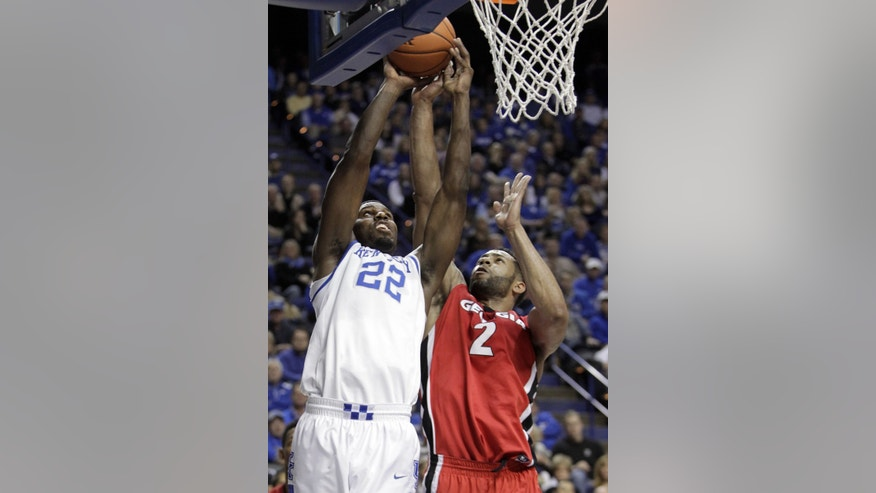 Kentucky's Alex Poythress (22) shoots as Georgia's Marcus Thornton defends during the first half of an NCAA college basketball game, Saturday, Jan. 25, 2014, in Lexington, Ky. (AP Photo/James Crisp)