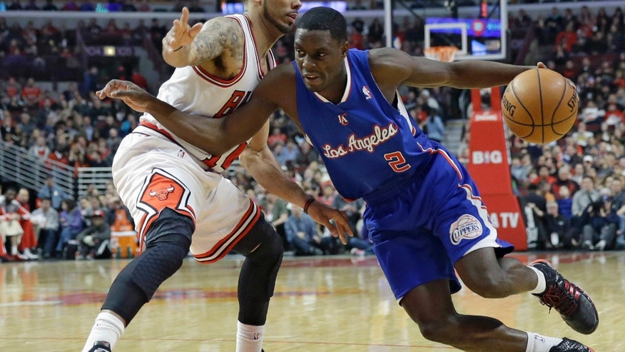 Los Angeles Clippers guard Darren Collison, right, drives against Chicago Bulls forward D.J. Augustin during the first half of an NBA basketball game in Chicago on Friday, Jan. 24, 2014. (AP Photo/Nam Y. Huh)