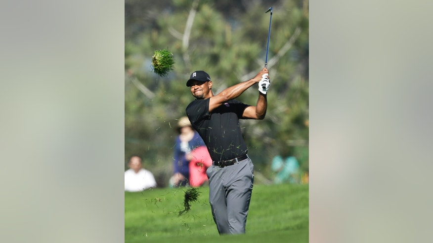 Tiger Woods watches his approach shot on the second hole of the South Course at Torrey Pines during the third round of the Farmers Insurance Open golf tournament Saturday, Jan. 25, 2014, in San Diego. Woods bogeyed the hole. (AP Photo/Lenny Ignelzi)