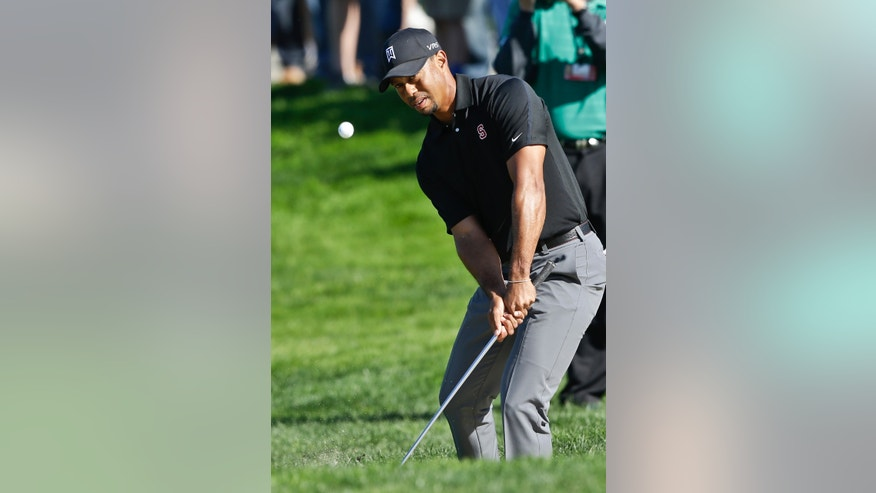Tiger Woods hits a short pitch to the second green on the South Course at Torrey Pines during the third round of the Farmers Insurance Open golf tournament Saturday, Jan. 25, 2014, in San Diego. Woods bogeyed the hole. (AP Photo/Lenny Ignelzi)