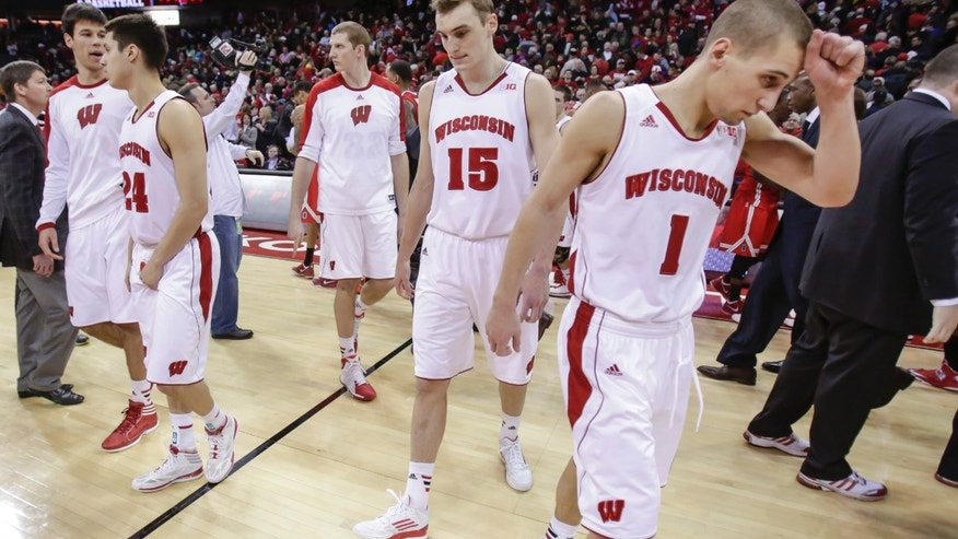 Wisconsin's Duje Dukan, left, Bronson Koenig (24) Evan Anderson, Sam Dekker (15) and Ben Brust (1) walk off the court after losing 59-58 to Ohio State in an NCAA college basketball game Saturday, Feb. 1, 2014, in Madison, Wis. (AP Photo/Andy Manis)