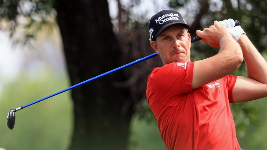 Henrik Stenson of Sweden plays a shot during the second round of the Dubai Desert Classic golf tournament in Dubai, United Arab Emirates, Friday Jan. 31, 2014. (AP Photo)