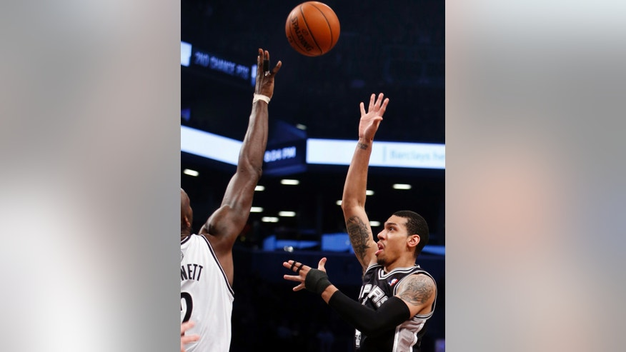 San Antonio Spurs' Danny Green, right, shoots against Brooklyn Nets' Kevin Garnett during the first half of an NBA basketball game on Thursday, Feb. 6, 2014, in New York. (AP Photo/Jason DeCrow)