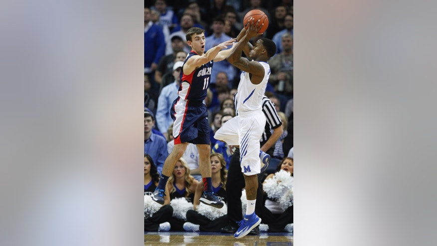 Gonzaga guard David Stockton (11) tries to block a shot by Memphis guard Joe Jackson (1) in the first half of an NCAA college basketball game, Saturday, Feb. 8, 2014, in Memphis, Tenn. (AP Photo/Lance Murphey)