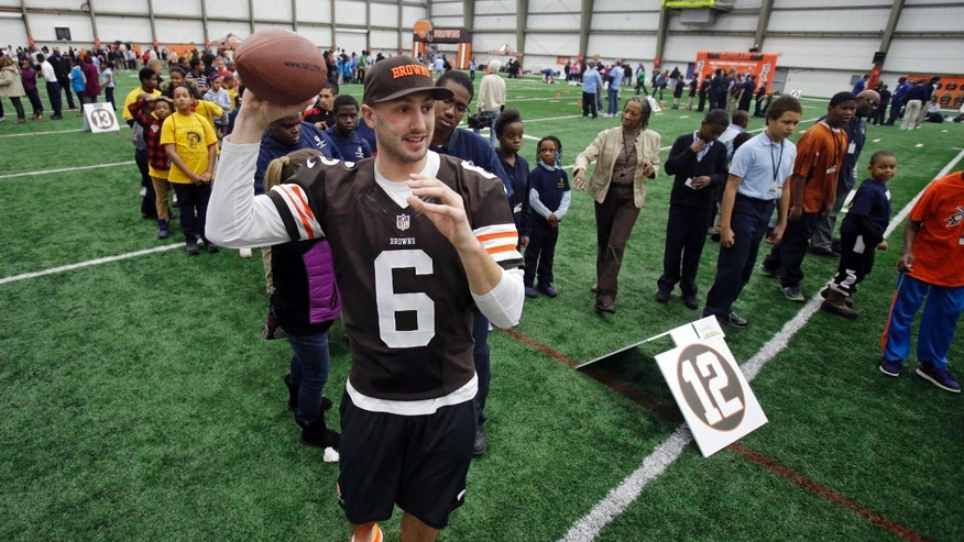 Cleveland Browns quarterback Brian Hoyer (6) throws to area Special Olympians at the NFL team's Play 60 football festival at their practice facility in Berea, Ohio Thursday, Feb. 13, 2014. (AP Photo/Mark Duncan)