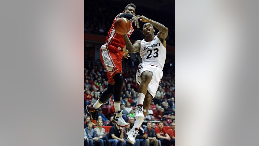 Cincinnati guard Sean Kilpatrick (23) drives against Houston forward Danuel House in the first half of an NCAA college basketball game on Saturday, Feb. 15, 2014, in Cincinnati. (AP Photo/Al Behrman)