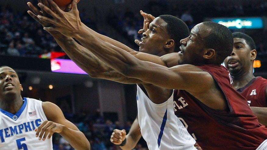 Temple guard Will Cummings, right, and Memphis guard Joe Jackson, center, reach for a loose ball in the first half of an NCAA college basketball game Saturday, Feb. 22, 2014, in Memphis, Tenn. (AP Photo/Lance Murphey)