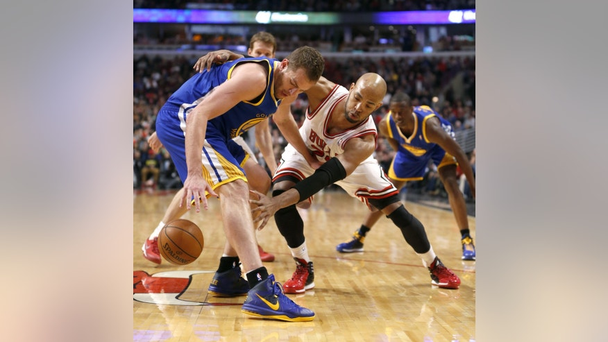Golden State Warriors forward David Lee, left, battles for a loose ball with Chicago Bulls forward Taj Gibson during the first half of an NBA basketball game, Wednesday, Feb. 26, 2014, in Chicago. (AP Photo/Charles Rex Arbogast)