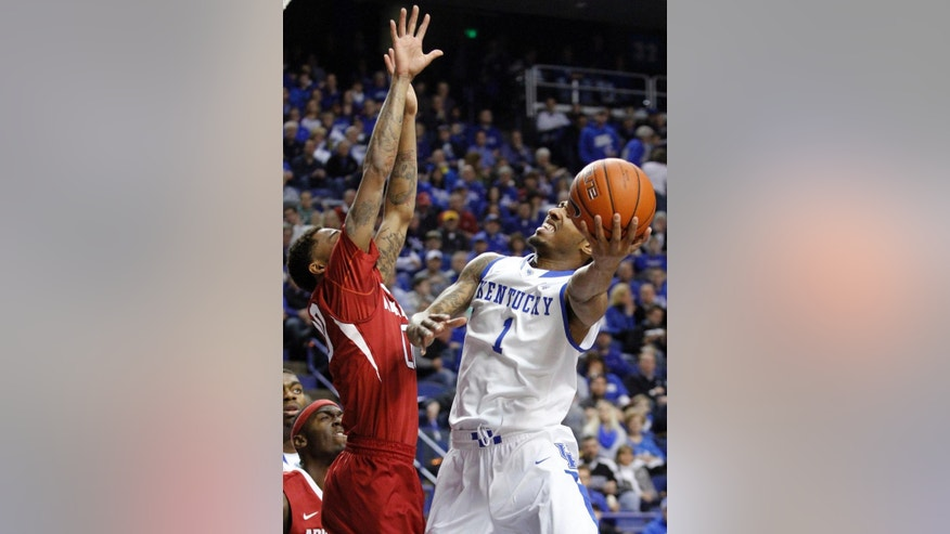 Kentucky's James Young (1) shoots as Arkansas' Rashad Madden defends during the first half of an NCAA college basketball game Thursday, Feb. 27, 2014, in Lexington, Ky. (AP Photo/James Crisp)