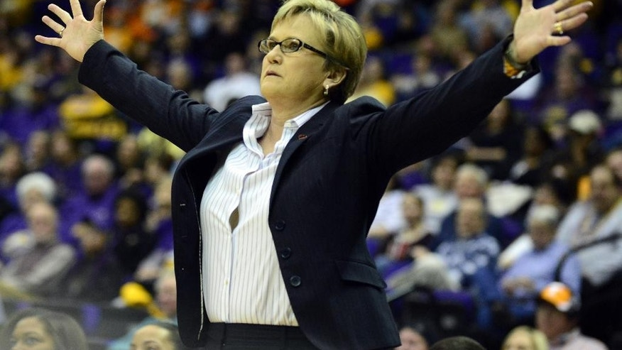 Tennessee coach Holly Warlick signals players during an NCAA college basketball game against LSU in Baton Rouge, Thursday, Feb. 27, 2014. (AP Photo/The Baton Rouge Advocate, Catherine Threlkeld)  MANDATORY CREDIT, -ONLIN, MAGAZINES OUT, INTERNET OUT, TV OUT, NO SALES, NO FOREIGNS. LOUISIANA BUSINESS INC. OUT (INCLUDING GREATER BATON ROUGE BUSINESS REPORT, 225, 10/12, INREGISTER, LBI CUSTOM