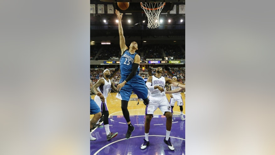 Minnesota Timberwolves guard Kevin Martin, center, goes to the basket between Sacramento Kings' DeMarcus Cousins, left, and Jason Thompson during the first quarter of an NBA basketball game in Sacramento, Calif., Saturday, March 1, 2014.(AP Photo/Rich Pedroncelli)