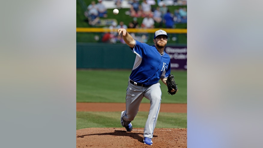 Kansas City Royals' Wade Davis throws before the first inning of an exhibition spring training baseball game against the Chicago Cubs, Sunday, March 2, 2014, in Mesa, Ariz. (AP Photo/Morry Gash)