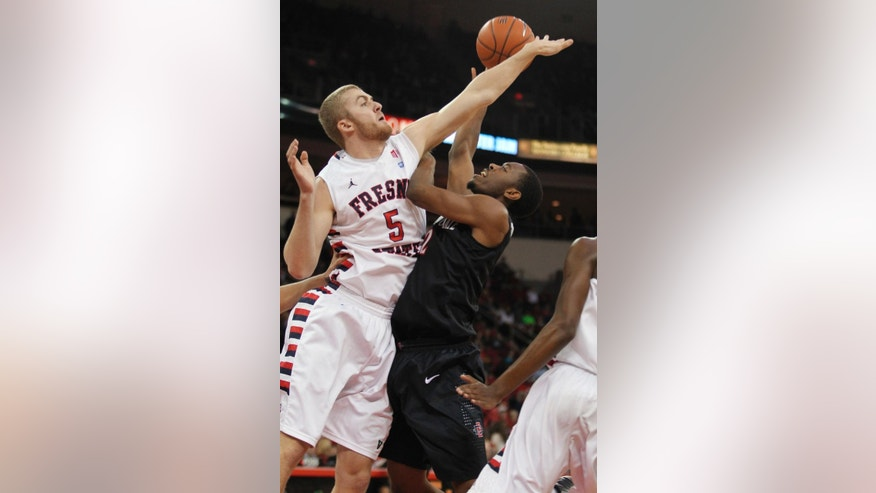 San Diego State's Xavier Thames shoots over Fresno State's Tanner Giddings during the first half of an NCAA college basketball game in Fresno, Calif., Saturday, March 1, 2014. (AP Photo/Gary Kazanjian)