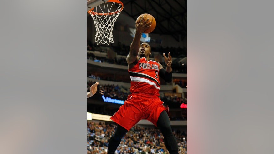 Portland Trail Blazers guard Wesley Matthews (2) drives to the basket during the first half of an NBA basketball game against the Dallas Mavericks, Friday, March 7, 2014, in Dallas. (AP Photo/John F. Rhodes)