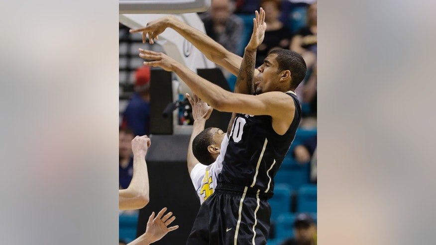 Colorado's Josh Scott, right, passes off the ball against California's Richard Solomon in the first half of an NCAA college basketball game in the Pac-12 men's tournament, Thursday, March 13, 2014, in Las Vegas. (AP Photo/Julie Jacobson)