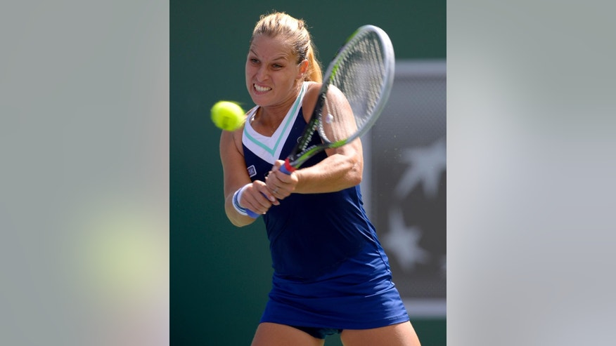 Dominika Cibulkova, of Slovakia, returns a shot to Li Na, of China, during a quarterfinal match at the BNP Paribas Open tennis tournament, Thursday, March 13, 2014 in Indian Wells, Calif. (AP Photo/Mark J. Terrill)