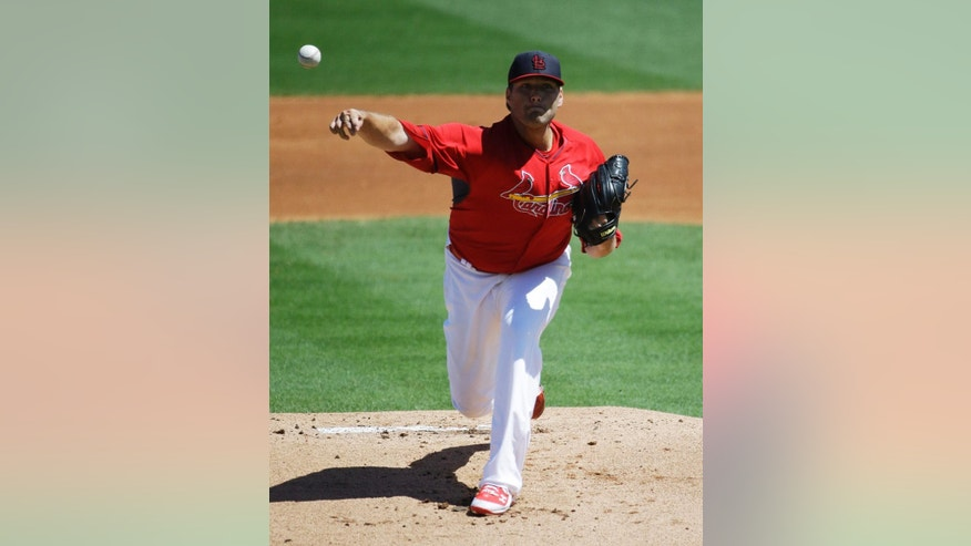 St. Louis Cardinals starting pitcher Lance Lynn throws in the first inning of an exhibition spring training baseball game against the Atlanta Braves, Thursday, March 13, 2014, in Jupiter, Fla. (AP Photo/David Goldman)