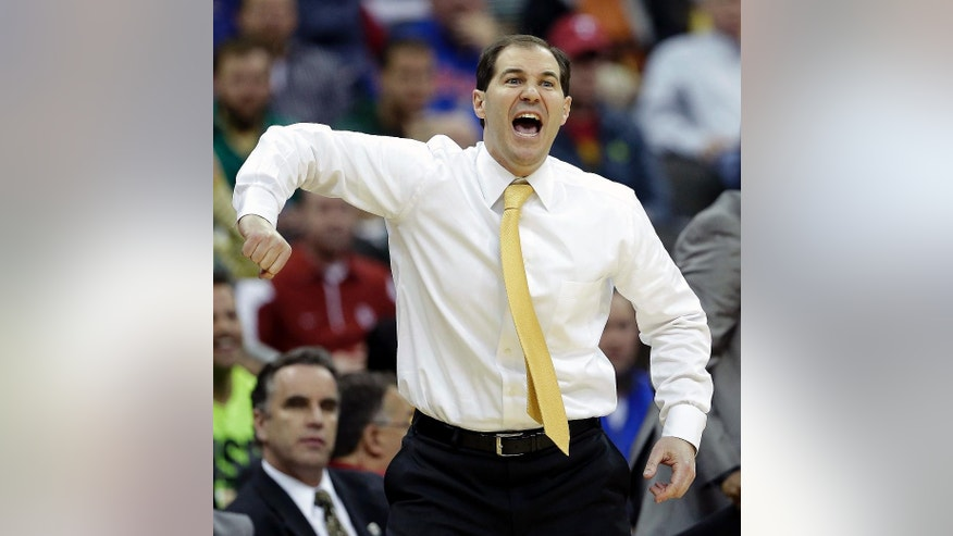 Baylor coach Scott Drew encourages his team during the second half of an NCAA college basketball game against Oklahoma in the Big 12 men's tournament on Thursday, March 13, 2014, in Kansas City, Mo. Baylor won the game 78-73. (AP Photo/Charlie Riedel)