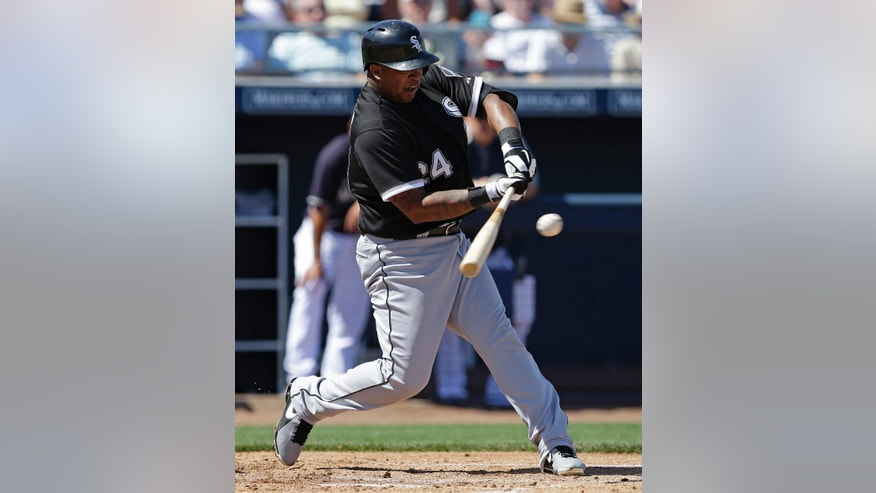 Chicago White Sox's Dayan Viciedo hits an RBI single during the second inning of a spring exhibition baseball game against the Seattle Mariners Monday, March 24, 2014, in Peoria, Ariz. (AP Photo/Darron Cummings)