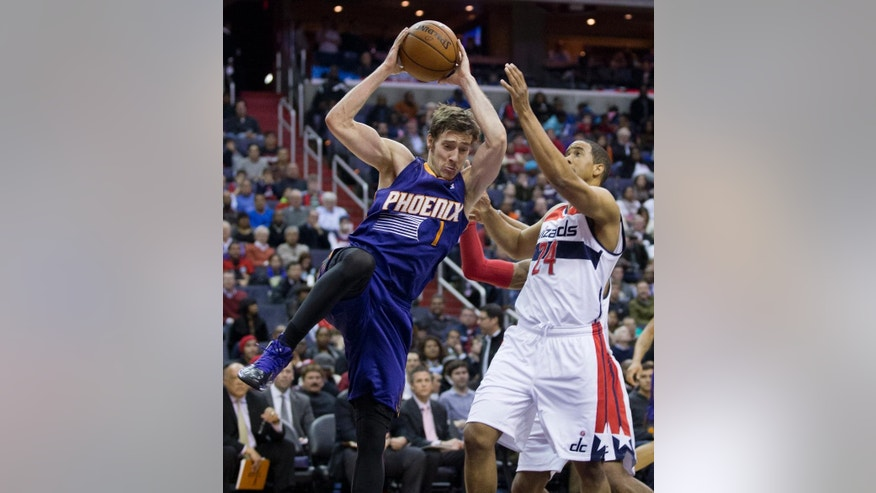 Phoenix Suns' Goran Dragic (1), of Slovenia, pulls a rebound while Washington Wizards Andre Miller (24) defends during the second half of an NBA basketball game in Washington, Wednesday, March 26, 2014. The Suns won 99-93. (AP Photo/Manuel Balce Ceneta)