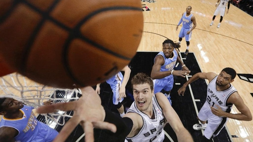 San Antonio Spurs' Tiago Splitter (22), of Brazil, scores against the Denver Nuggets during the first half of an NBA basketball game, Wednesday, March 26, 2014, in San Antonio. (AP Photo/Eric Gay)