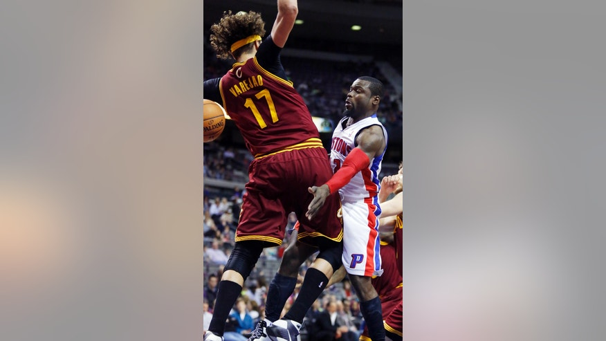 Detroit Pistons guard Will Bynum, right, passes the ball around Cleveland Cavaliers center Anderson Varejao (17) during the first period of an NBA basketball game Wednesday, March 26, 2014, in Auburn Hills, Mich. (AP Photo/Duane Burleson)