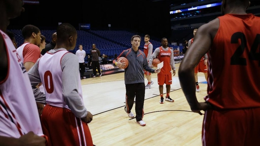 Louisville head coach Rick Pitino talks to his players during practice for the NCAA Midwest Regional semifinal college basketball tournament game Thursday, March 27, 2014, in Indianapolis. Louisville plays Kentucky on Friday, March 28, 2013. (AP Photo/David J. Phillip)
