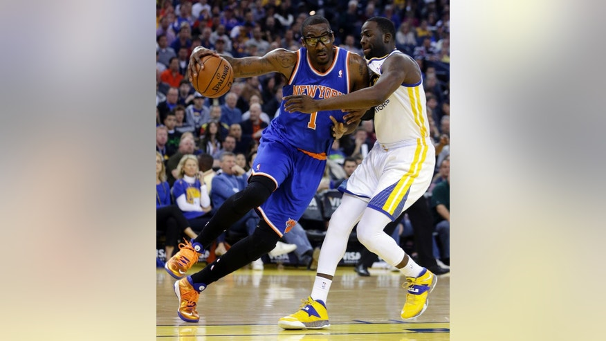 New York Knicks' Amar'e Stoudemire, left, drives the ball against Golden State Warriors' Draymond Green during the first half of an NBA basketball game, Sunday, March 30, 2014, in Oakland, Calif. (AP Photo/Ben Margot)