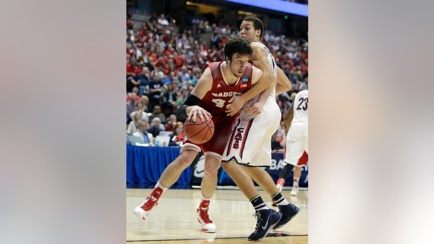 Wisconsin forward Frank Kaminsky, left, tries to drive past Arizona forward Aaron Gordon during the second half in a regional final NCAA college basketball tournament game, Saturday, March 29, 2014, in Anaheim, Calif. (AP Photo/Alex Gallardo)