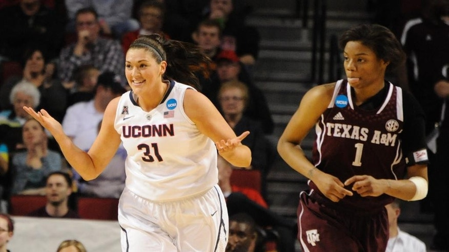 Connecticut's Stefanie Dolson (31) and Texas A&M's Courtney Williams (1) during the first half of their Monday March 31, 2014 regional final in the NCAA college basketball tournament in Lincoln, Neb.(AP Photo/Dave Weaver)