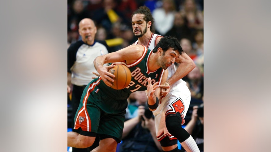 Chicago Bulls center Joakim Noah, right, defends Milwaukee Bucks center Zaza Pachulia during the first half of an NBA basketball game in Chicago, Friday, April 4, 2014. (AP Photo/Kamil Krzaczynski)