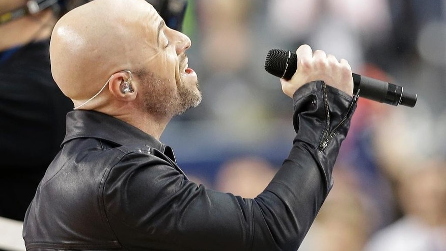 Chris Daughtry sings the national anthem before an NCAA Final Four tournament college basketball semifinal game between Florida and Connecticut, Saturday, April 5, 2014, in Arlington, Texas. (AP Photo/David J. Phillip)