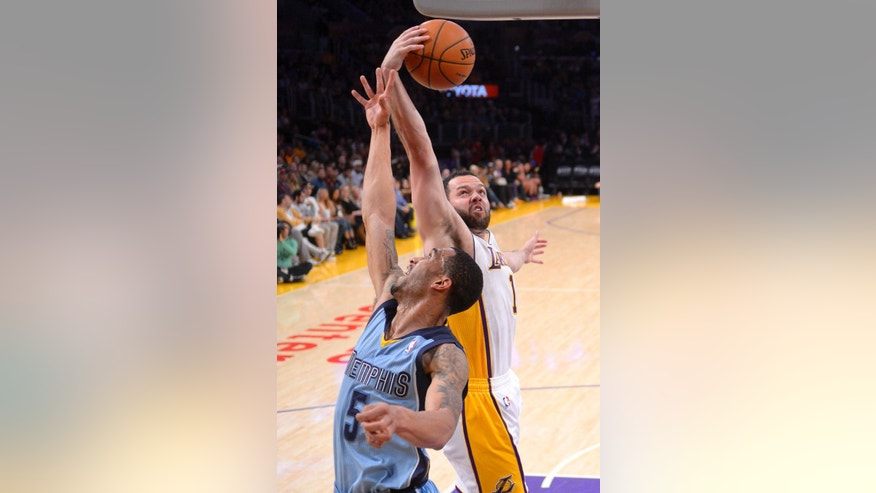 Memphis Grizzlies guard Courtney Lee, left, and Los Angeles Lakers guard Jordan Farmar battle for a rebound during the first half of an NBA basketball game, Sunday, April 13, 2014, in Los Angeles.  (AP Photo/Mark J. Terrill)