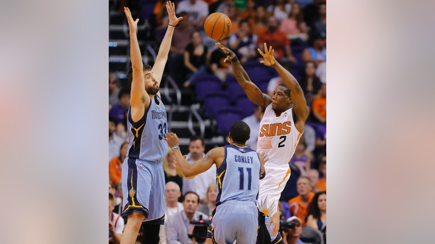 Phoenix Suns' Eric Bledsoe (2) passes as Memphis Grizzlies' Marc Gasol, of Spain, left, and Mike Conley (11) defends during the first half of an NBA basketball game, Monday, April 14, 2014, in Phoenix. (AP Photo/Matt York)