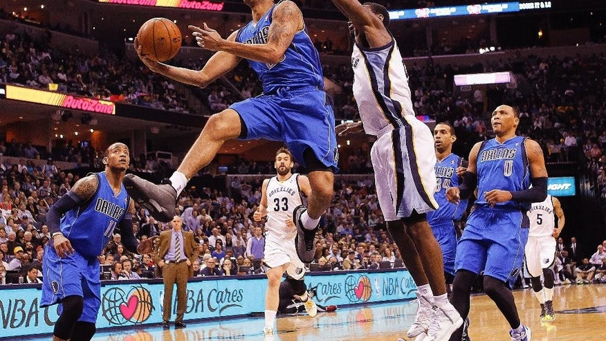 Dallas Mavericks guard Devin Harris (20) drives to the basket against Memphis Grizzlies guard Tony Allen, right, in the first half of an NBA basketball game Wednesday, April 16, 2014, in Memphis, Tenn. (AP Photo/Lance Murphey)