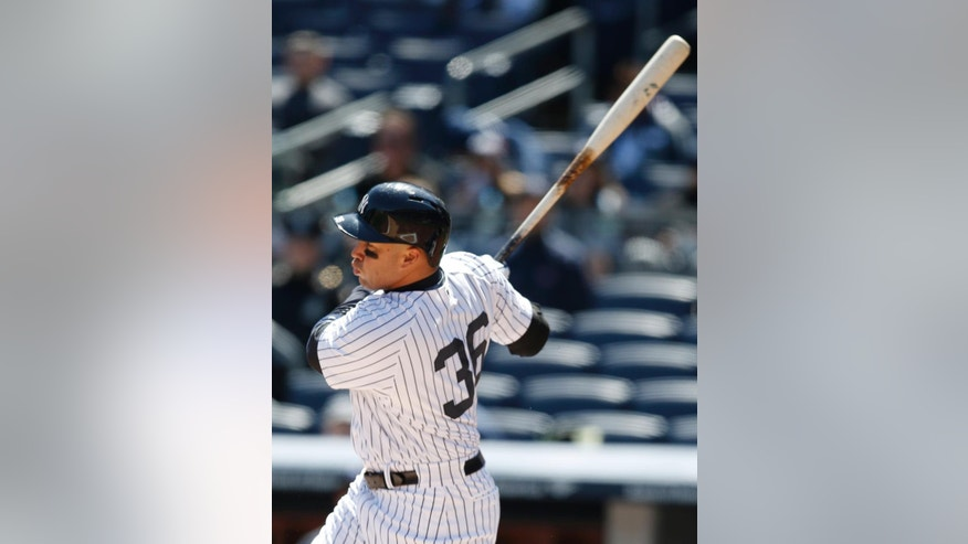 New York Yankees right fielder Carlos Beltran hits a solo home run in the first inning of Game 1 of an interleague baseball doubleheader against the Chicago Cubs at Yankee Stadium in New York, Wednesday, April 16, 2014.  (AP Photo/Kathy Willens)