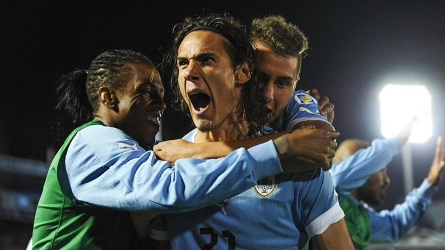 MONTEVIDEO, URUGUAY - OCTOBER 15: Edinson Cavani (c) of Uruguay celebrates a scored goal during a match between Uruguay and Argentina as part of the 18th round of the South American Qualifiers for the FIFA World Cup Brazil 2014 at Centenario Stadium Stadium on October 15, 2013 in Montevideo, Uruguay. (Photo by Buda Mendes/Getty Images)