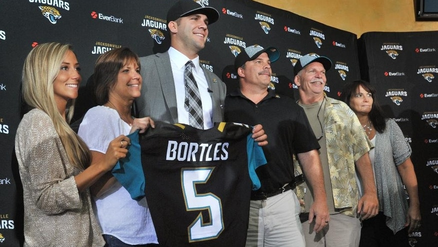 Jacksonville Jaguars first round draft pick Blake Bortles center, holds his new jersey with,from left, girlfriend Lindsey Duke, mom Suzy, dad Rob, uncle Randy and aunt Laura, after an NFL football news conference Friday, May 9, 2014 at EverBank Field in Jacksonville, Florida.  (AP Photo/The Florida Times-Union, Will Dickey)
