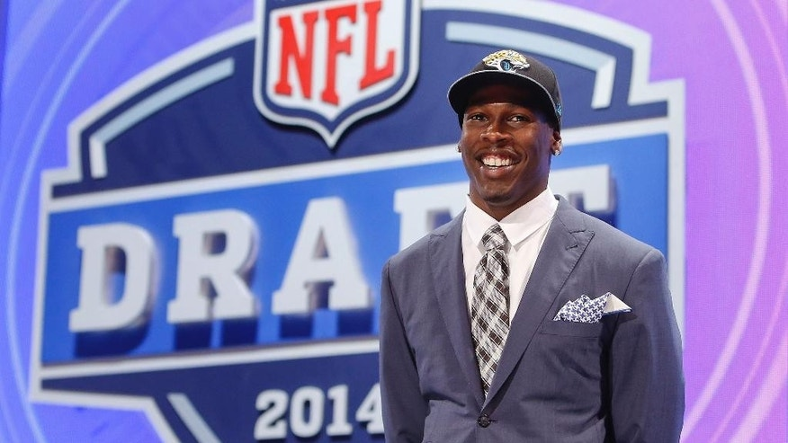 USC wide receiver Marqise Lee poses for photos after being selected as the 39th pick by the Jacksonville Jaguars in the second round of the 2014 NFL Draft, Friday, May 9, 2014, in New York. (AP Photo/Jason DeCrow)